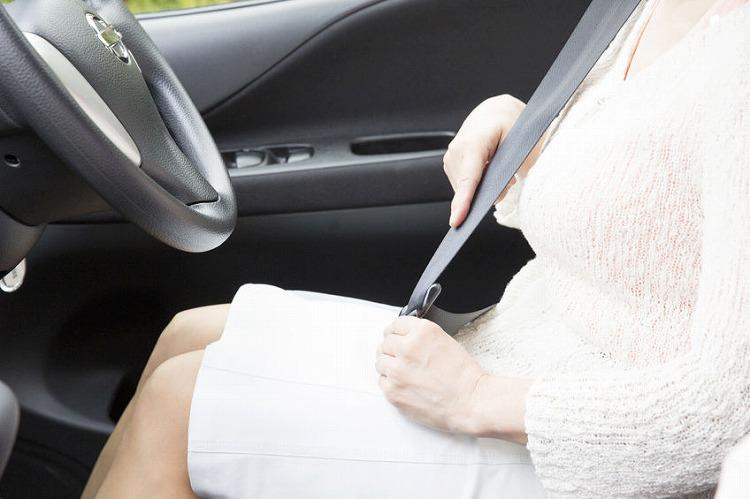 交通事故の和解を弁護士へ依頼する費用の相場は?