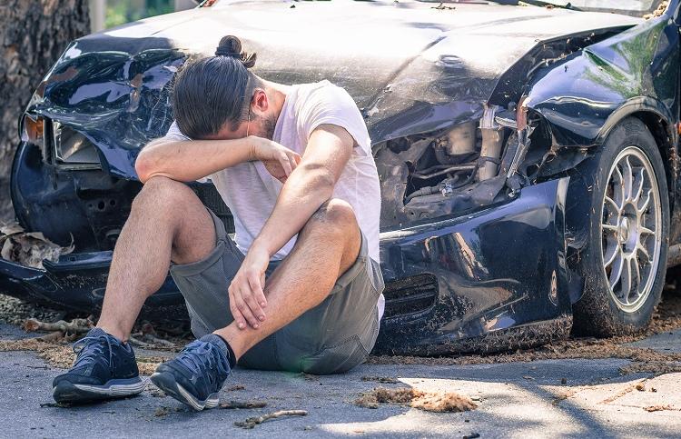 【体験談】保険会社は「三井住友海上」:友達のクラウンが走行中にパンクして廃車になった事故